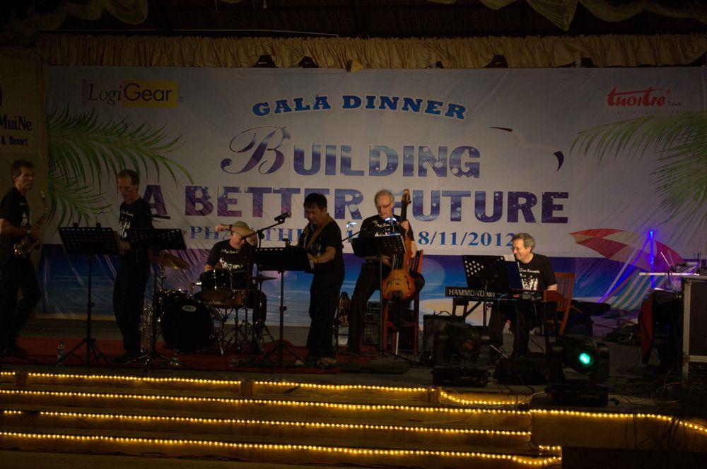 gala-dinner-du-lich-tuoi-tre-jpg