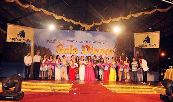 Gala công ty Rohto