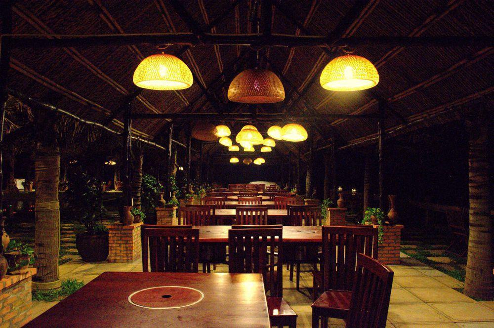 Khu nhà hàng ngoài trời ven biển