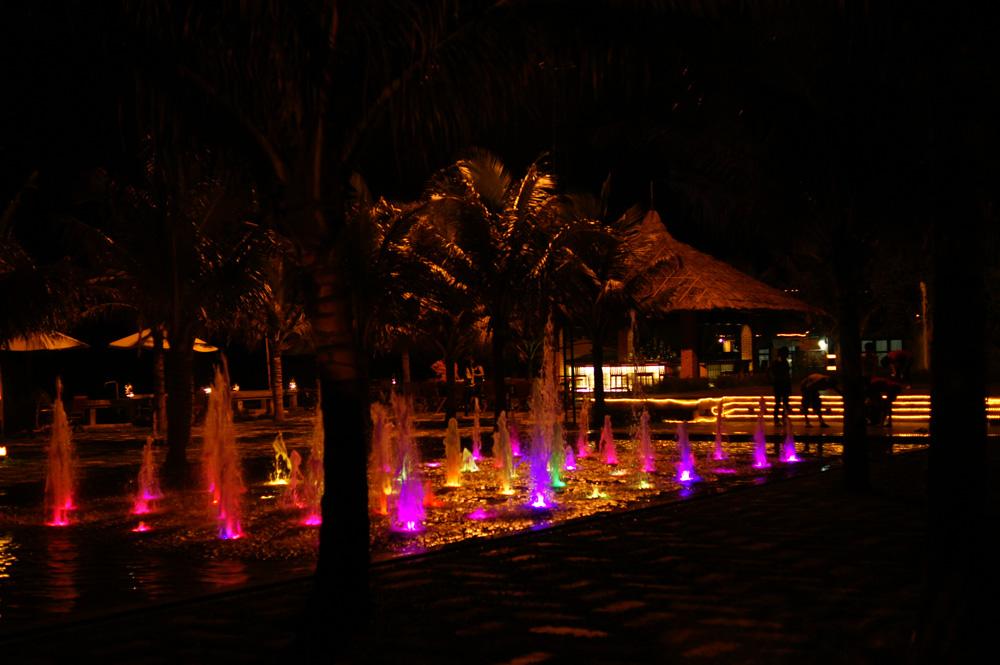 Sân nhac nước đa năng về đêm